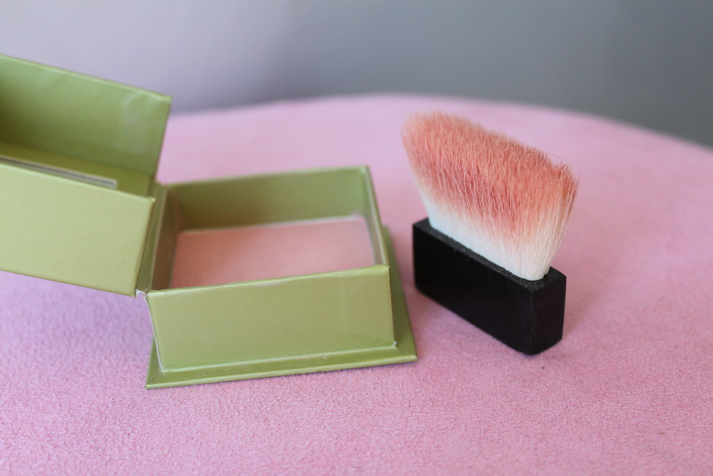 Benefit Dandelion blush australian beauty review blog ausbeautyreview blogger aussie cosmetics myer pink pretty makeup gorgeous green subtle honest swatch (3)