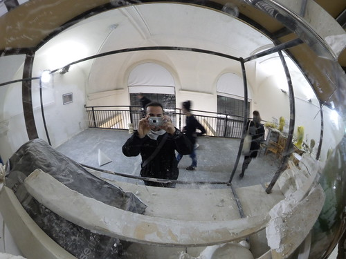 Allo specchio dell'aula 46 in #Brera by Ylbert Durishti