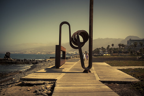 Framed With Art (Playa de las Americas, Tenerife) - Photo : Gilderic