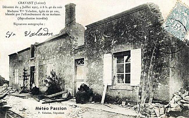 sinistrée du village de Cravant devant sa maison en ruine après la tornade du 4 juillet 1905 météopassion