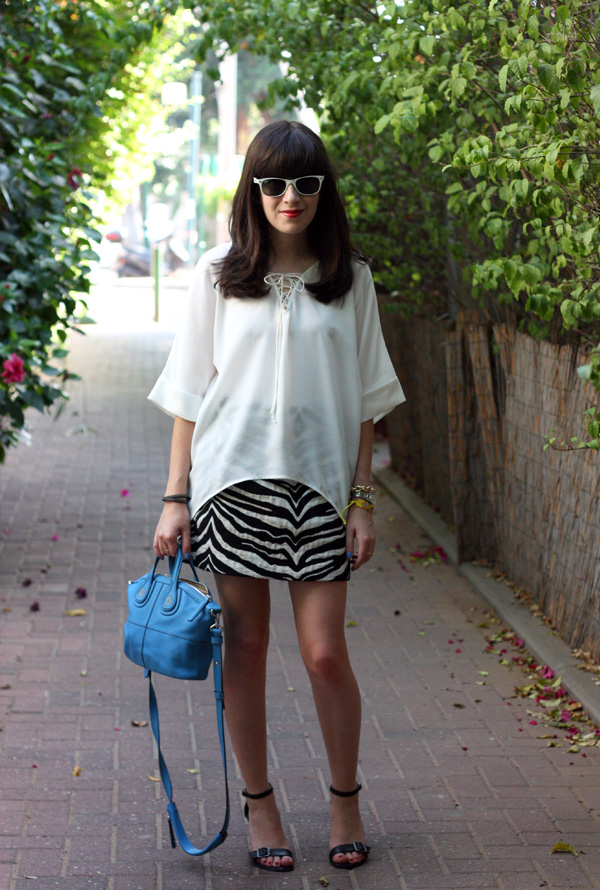 ray ban sunglasses, givenchy mini nightingale bag, zara zebra skirt, sandals, dora landa, בלוג אופנה, תיק ג'יבנשי, תיקי מעצבים