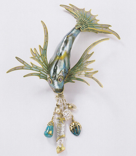 8._Bodice_ornament_George_Fouquet_Paris_c._1900-1_Schmuckmuseum_Pforzheim_Photo_by_R??diger_Fl?�ter__ADAGP_Paris_and_DACS_London_2013