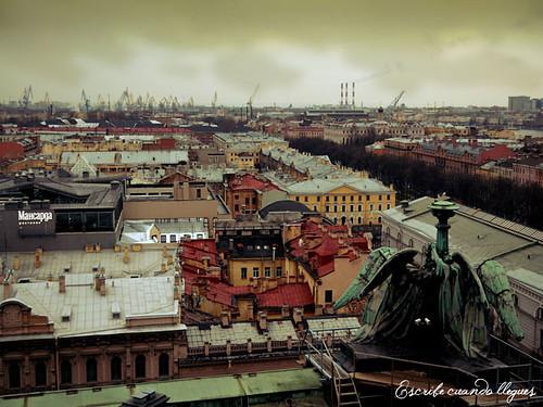 Desde el tambor de la cúpula de la Catedral de San Isaac se puede ver una vista completa de San Petersburgo