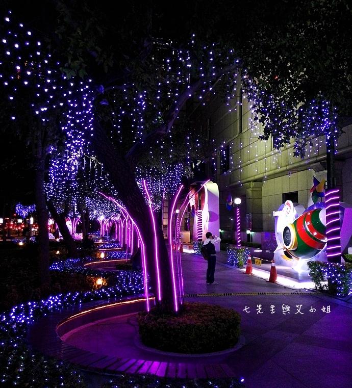 5 中國信託點燃生命之火聖誕裝飾
