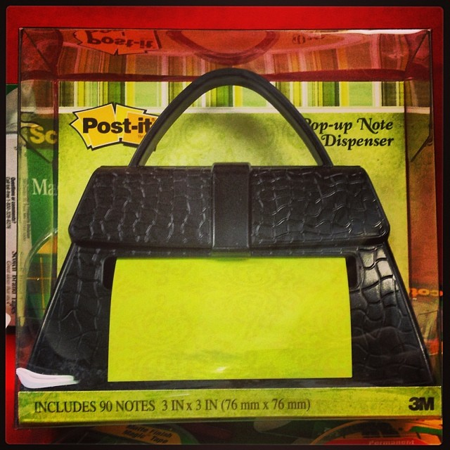 This pop up note purse would make a cute secret Santa gift for an office party, ¿verdad? #WalgreensLatino #sponsored