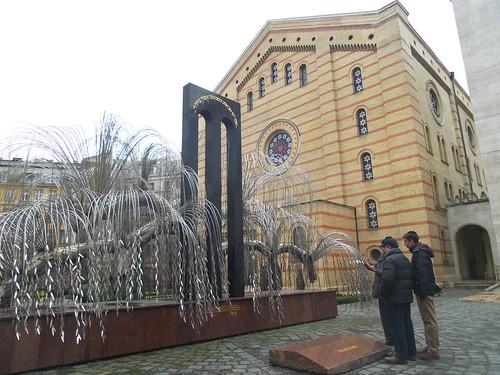 """Davanti alla """"memoria"""" a Budapest by Ylbert Durishti"""