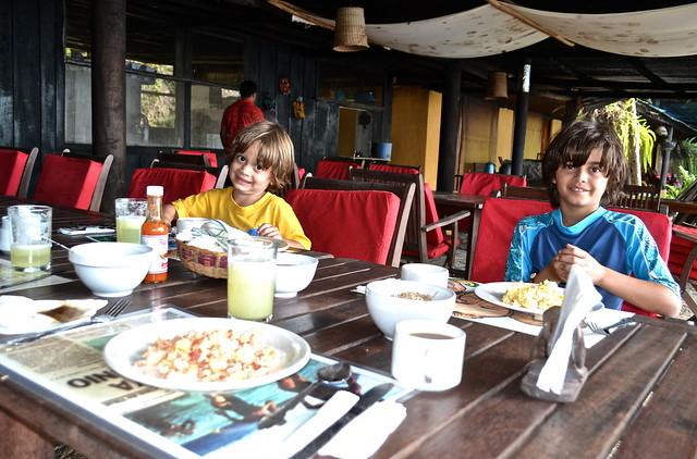 breakfast eggs and beans - gringo perdido guatemala