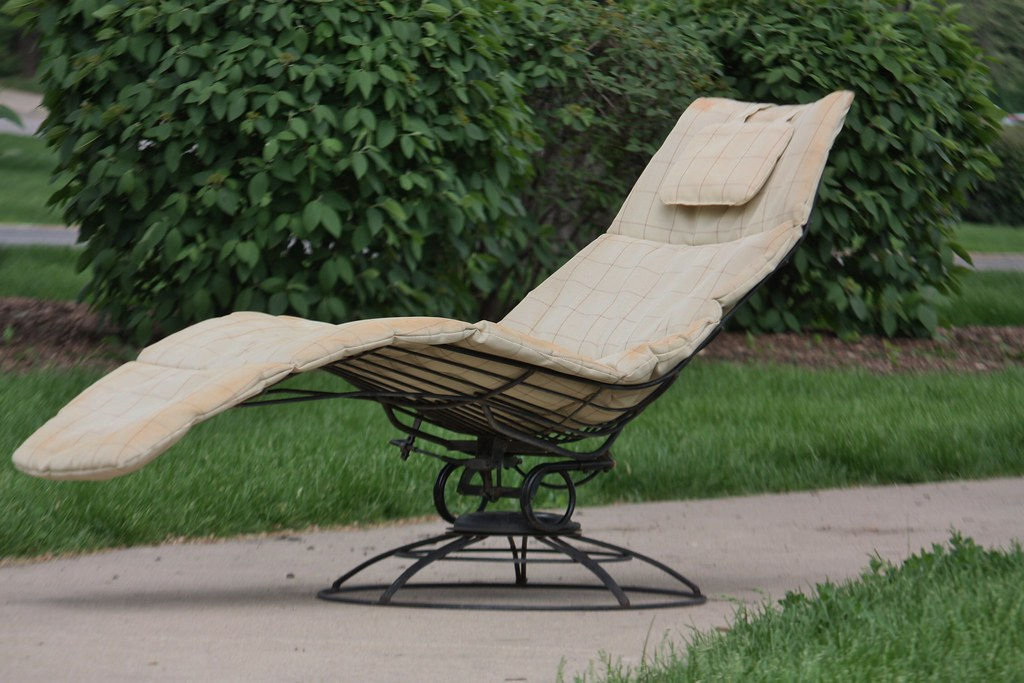 Outdoor Chic! Mid Century Modern Homecrest Patio Set  Siesta Chaise Lounge  Chair And
