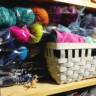 On the shelf - yarn and a little Dino I found one morning on my way to work.
