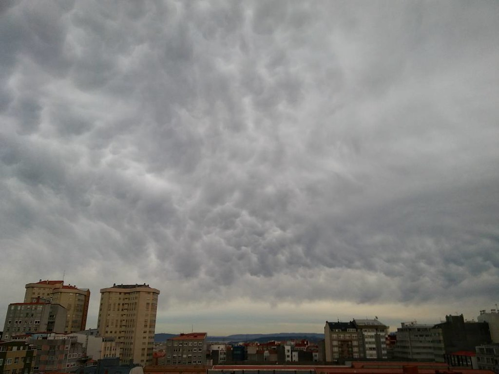 Nubes sobre Coruña. #hayquemirarmasalcielo #sky #clouds #nofilter #sinfiltro #Coruña