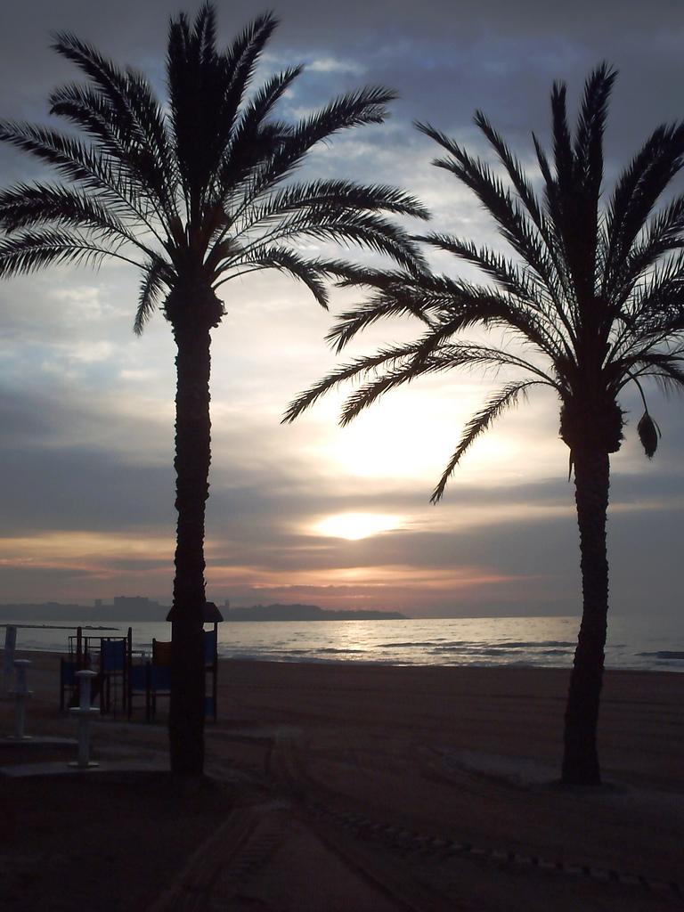 Atardecer en la playa del Postiguet. Alicante. Autor, Neil V. M.