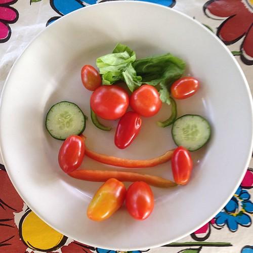 Check-out. Crianças não sabem o que fazem, mas fazem sempre melhor que adultos. #veganlife #vegetables #vegan #greenlife #green #red