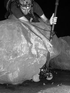 Yannick在野外錄製蛙鳴;圖片提供:范欽慧。
