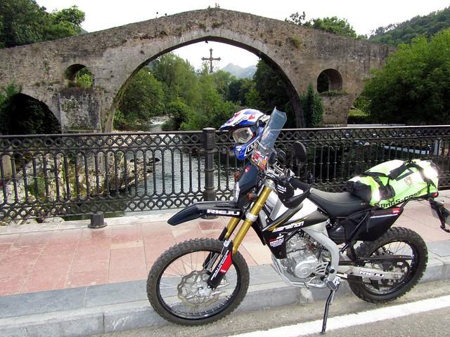 7 Puente Romano en cangas de Onís y la cruz de la victoria (reconquista) 01