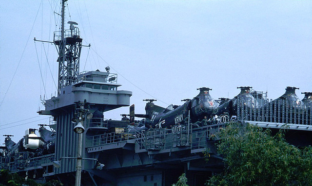 1962 - US Carrier-Vessel Core dans le port de Saigon