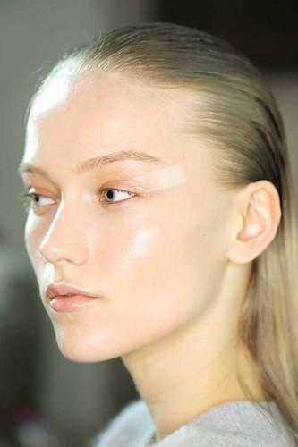 fall-beauty-2013-trends-slick-skin-Giambattista-Valli-600x902