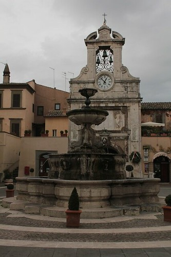 la piazza principale di Sutri