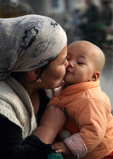 4935 A mother's kiss--Kuqa , Uyghur Autonomous Region , China