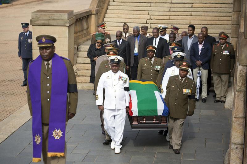 Los restos mortales de Nelson Mandela son velados en capilla ardiente en Pretoria