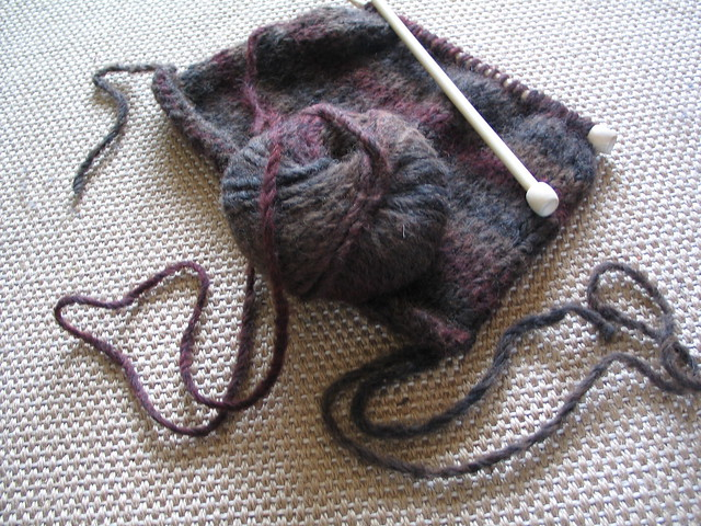 Newsflash: I am learning to knit!