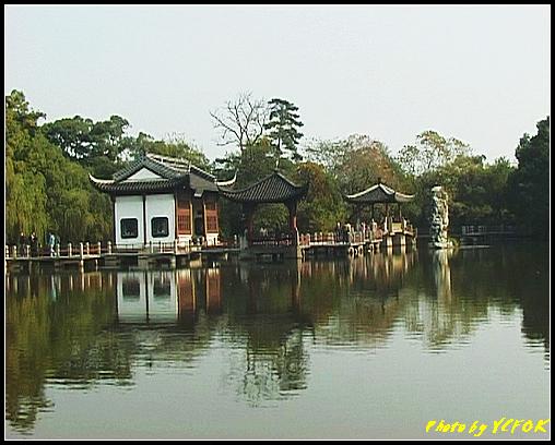 杭州 西湖 (其他景點) - 462 (西湖小瀛洲 上的亭台樓閣 用三種字體寫出 亭亭亭的亭與太湖石)