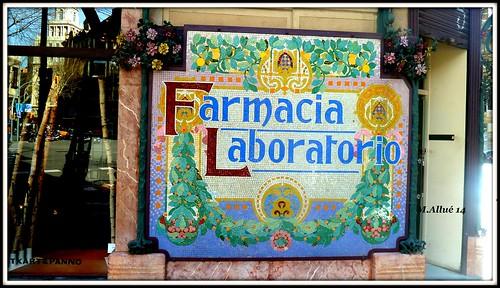 Farmacia by Miguel Allué Aguilar