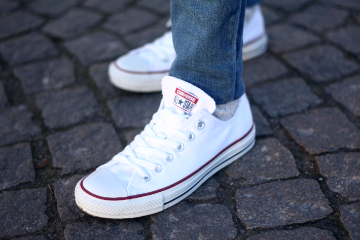 jeans with white converse