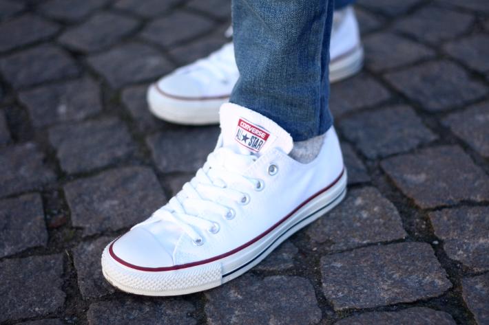 Sucio Custodio Desempacando  Classics: Blue Jeans, White Converse - THE STYLING DUTCHMAN.