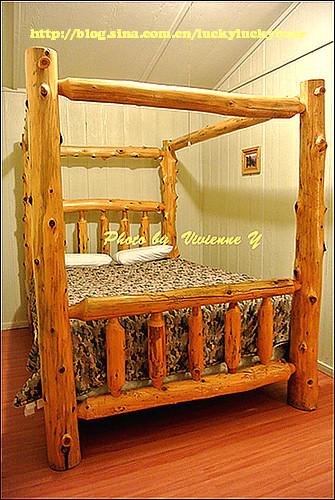 熊熊住的小木屋,木头床