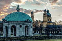München, Kirche Skt Kajetan, (Theatiner Kirche) und Hofgarten Pavillon im Licht eines Winterspätnachmittages
