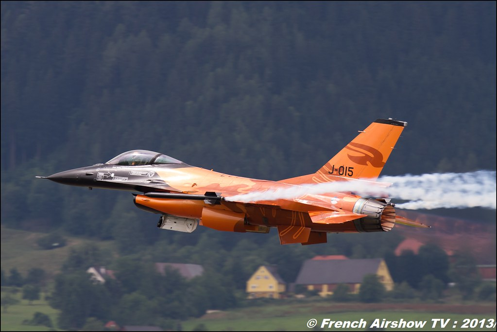 F-16 Royal Netherlands Airforce Display at AIRPOWER 2013