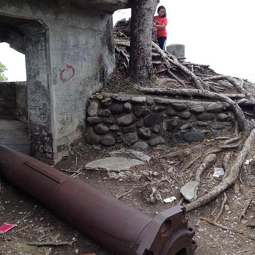 Meriam (dan seorang) betina (halah :D) #bunker #sabang #aceh #acehtrip #indonesia #meriam