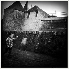 #children #france #dourdan #nb #noiretblanc #blackandwhite #monochrome #mobilephotography #bnw #streetphotography #streetiphoneography #street