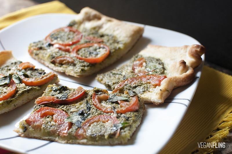 pestotomatopizza5_veganfling