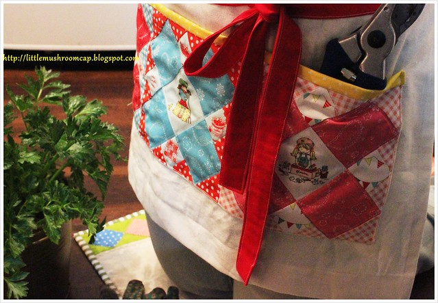 Knee Garden Mat_Placemat_PatchworkPlease_with apron_closeup