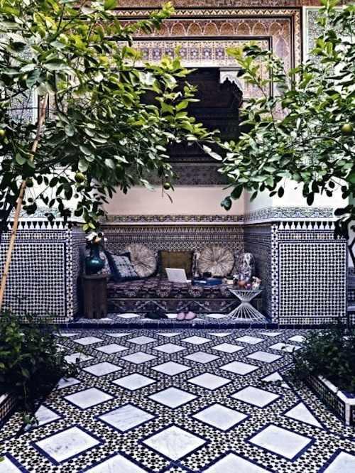 Stunning moroccan courtyards aphrochic modern soulful for Outside house tiles design