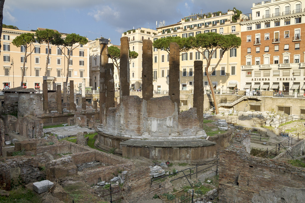[4026]  Largo di Torre Argentina by storvandre