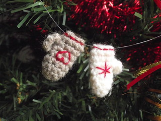 Tiny mitten ornaments