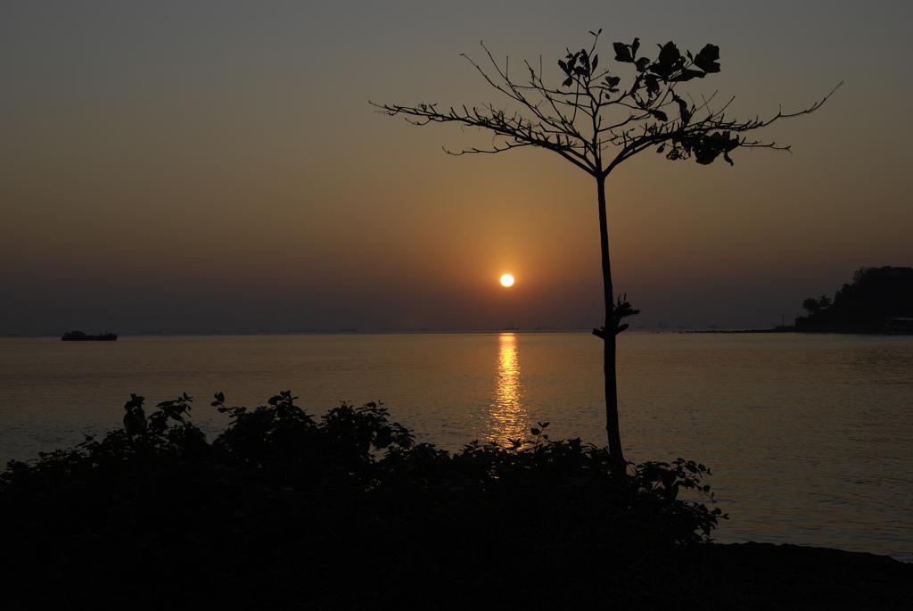 6. Puesta de sol frente a Goa, la mítica colonia de los portugueses. Autor, Selmerv