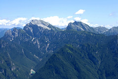 Foto per 17. Panoramica dal monte Serva su Col Nudo, Passo di Valbona - Monte Teverone.