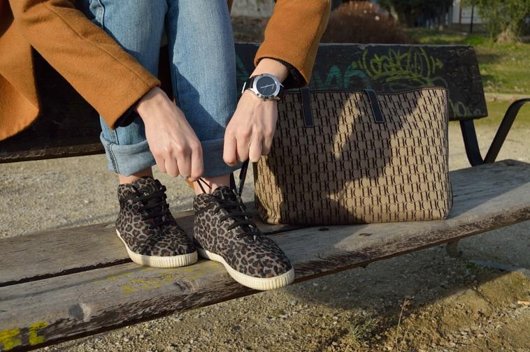 lara-vazquez-madlula-blog-details-sneakers-bag-watch