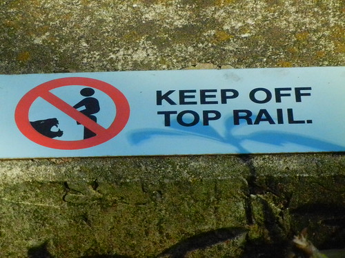 1052 Keep off top rail