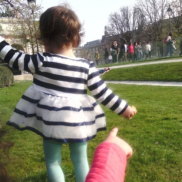 Pause goûter dans le jardin des tuileries #paris #louvre #nofiltre #ourlittlefamily #france