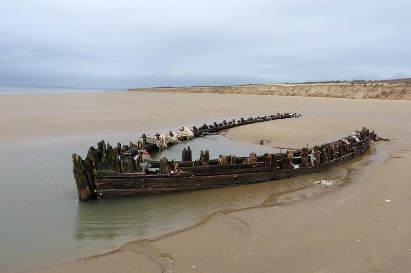 P1070038 - Shipwreck, Cefn Sidan
