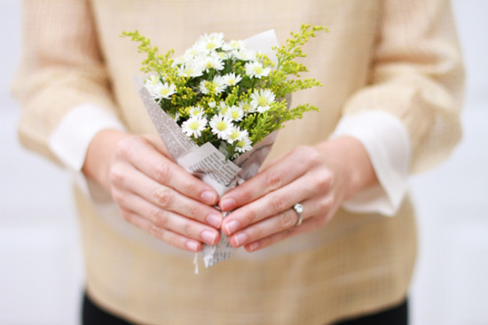1386002470_content_DIY-will-you-be-my-bridesmaid-bouquet2-550x366