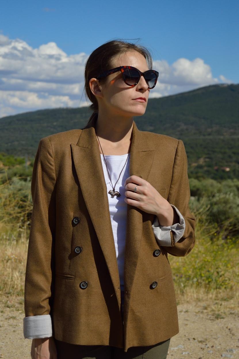 lara-vazquez-madlula-blog-fashion-brown-blazer-earth-colours-look