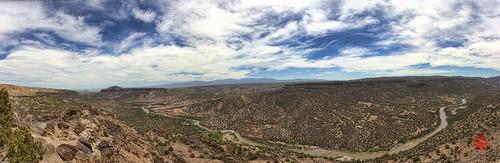 panorama mountains newmexico santafe canon river pano canyon cliffs ash whiterock paintshoppro nm overlook volcanic basalt losalamos topaz tuff riogrande corel hugin sangredecristo 550d pajaritoplateau t2i cajadelrio vallecalderas
