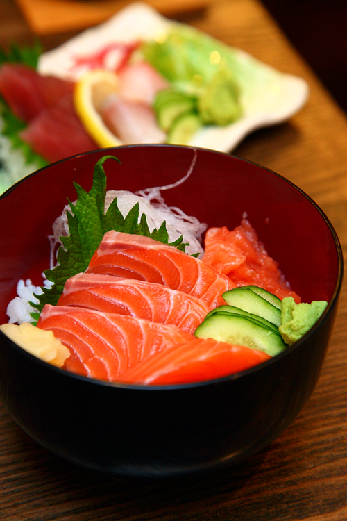 Mini-Salmon-Sashimi-Don