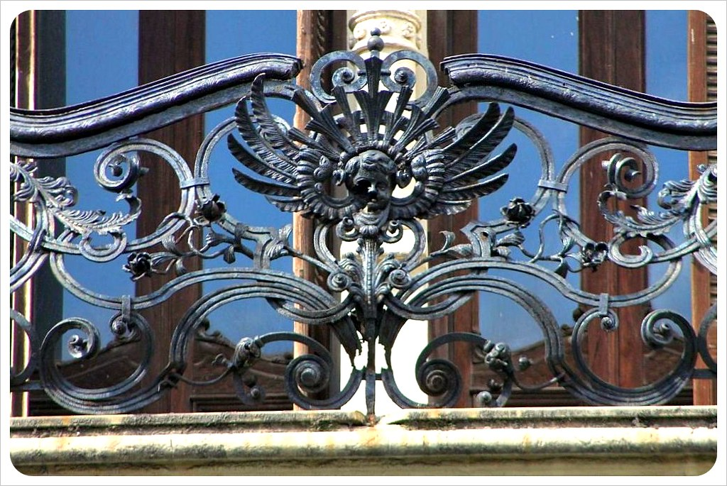 montevideo angel balcony