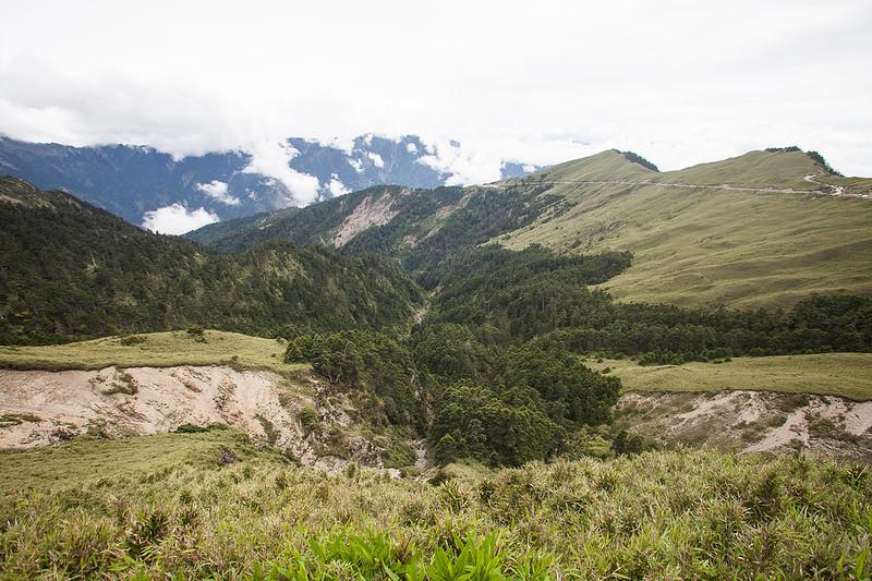 全台公路的最高點武嶺往山下望